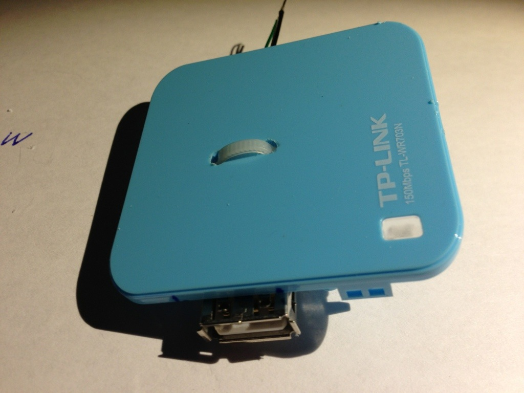 Befestigte USB-Buchse im TP-Link